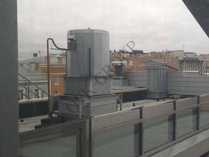 Установка крышного вентилятора дымоудаления в жилом здании