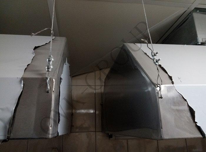 Монтаж вытяжных зонтов системы вентиляции в кухне кафе в Харькове